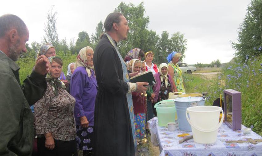 Молебен на Тихвинскую 9 июля 2013 г. Служит иерей Роман Филиппов.